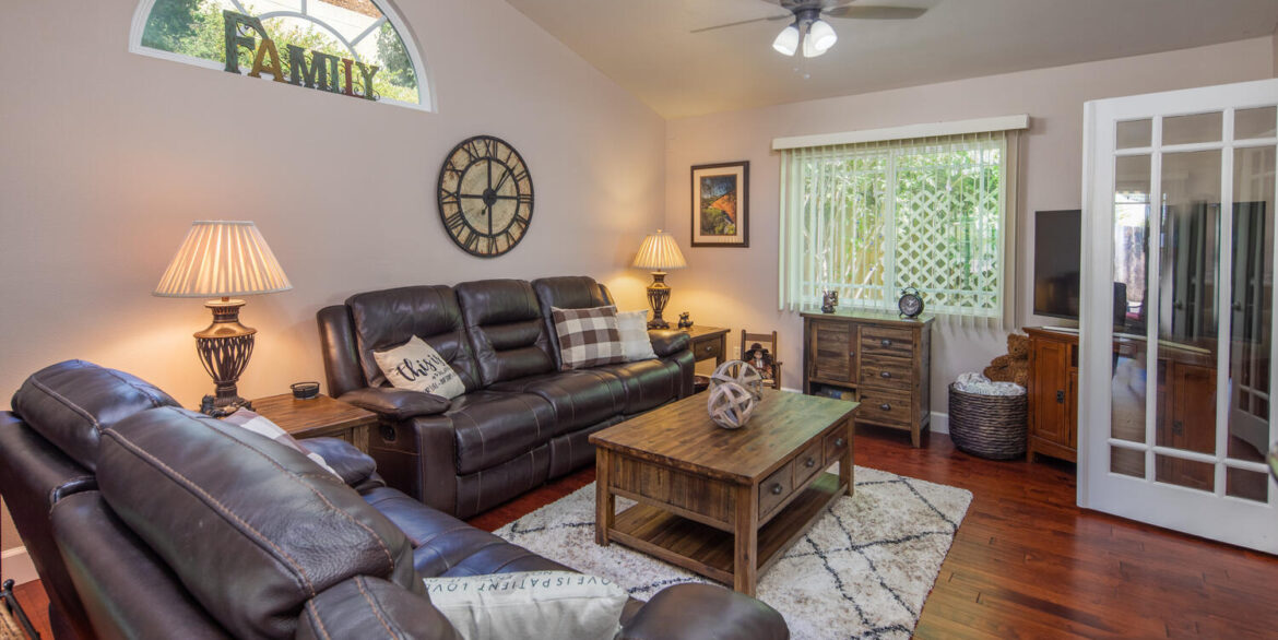 10256 Easthaven Dr Santee CA-large-026-053-Easthaven Drive Santee CA-1500x1000-72dpi